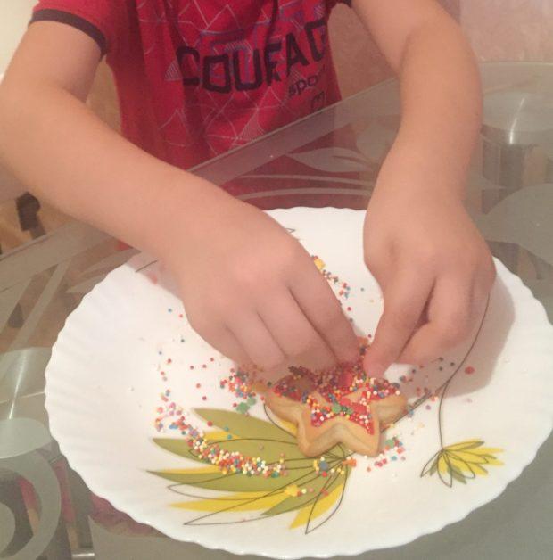 Ароматное лимонное печенье для ребёнка.