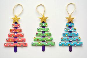 Новогодние ёлочки из цветных палочек своими руками.