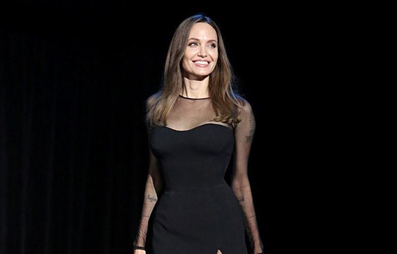 Анджелина Джоли завела канал на YouTube.