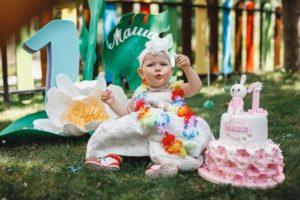 Лера Кудрявцева отметила годовасие дочери.