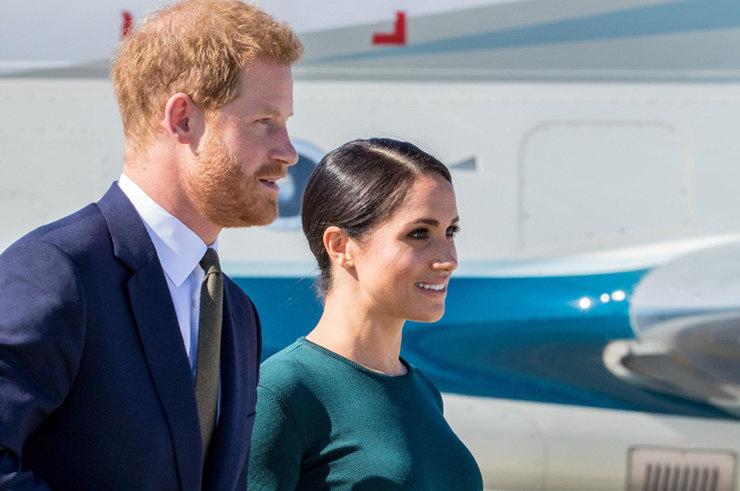 Меган Маркл и принц Гарри сложили с себя королевские обязанности.