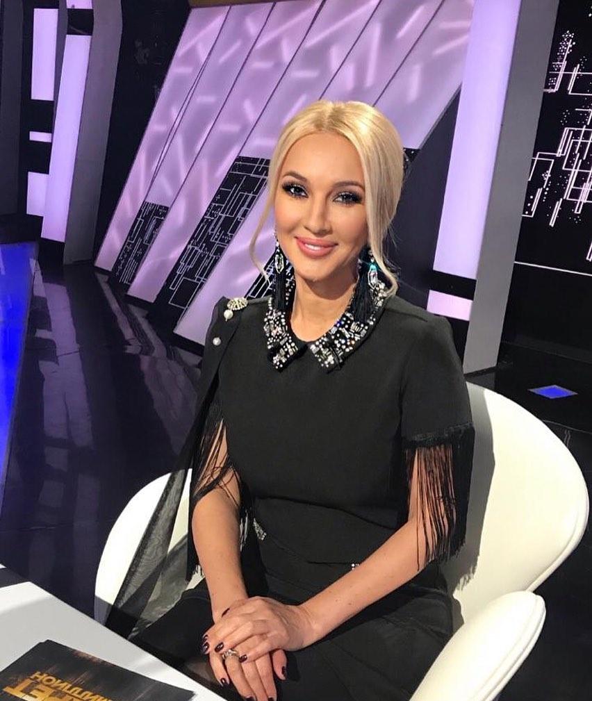 """Лера Кудрявцева удалила подтекающий имплант из груди и призвала девушек """"хорошо подумать"""" перед операцией."""