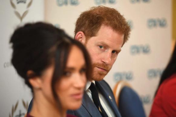 """""""Принц Гарри несчастен с Меган Маркл и в токсичных отношениях со СМИ"""" — Артур Эдвардс."""