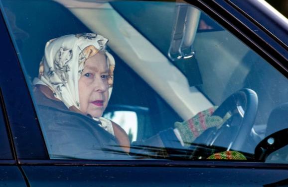 Елизавета II созывает глав семьи на исторический саммит для решения кризиса.