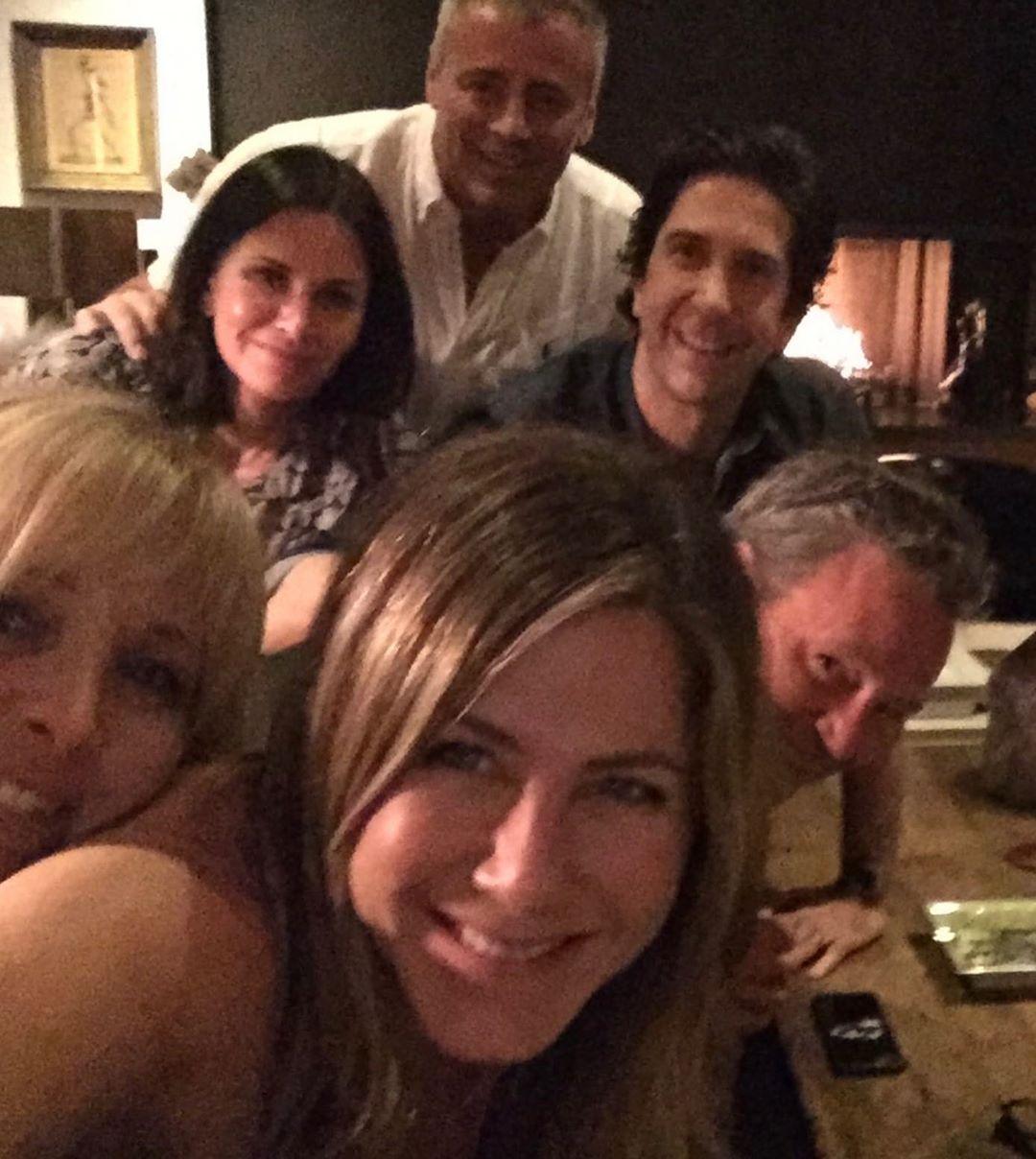 """""""Друзья навсегда"""" Дженнифер Энистон, Кортни Кокс и Лиза Кудроу на девичнике."""