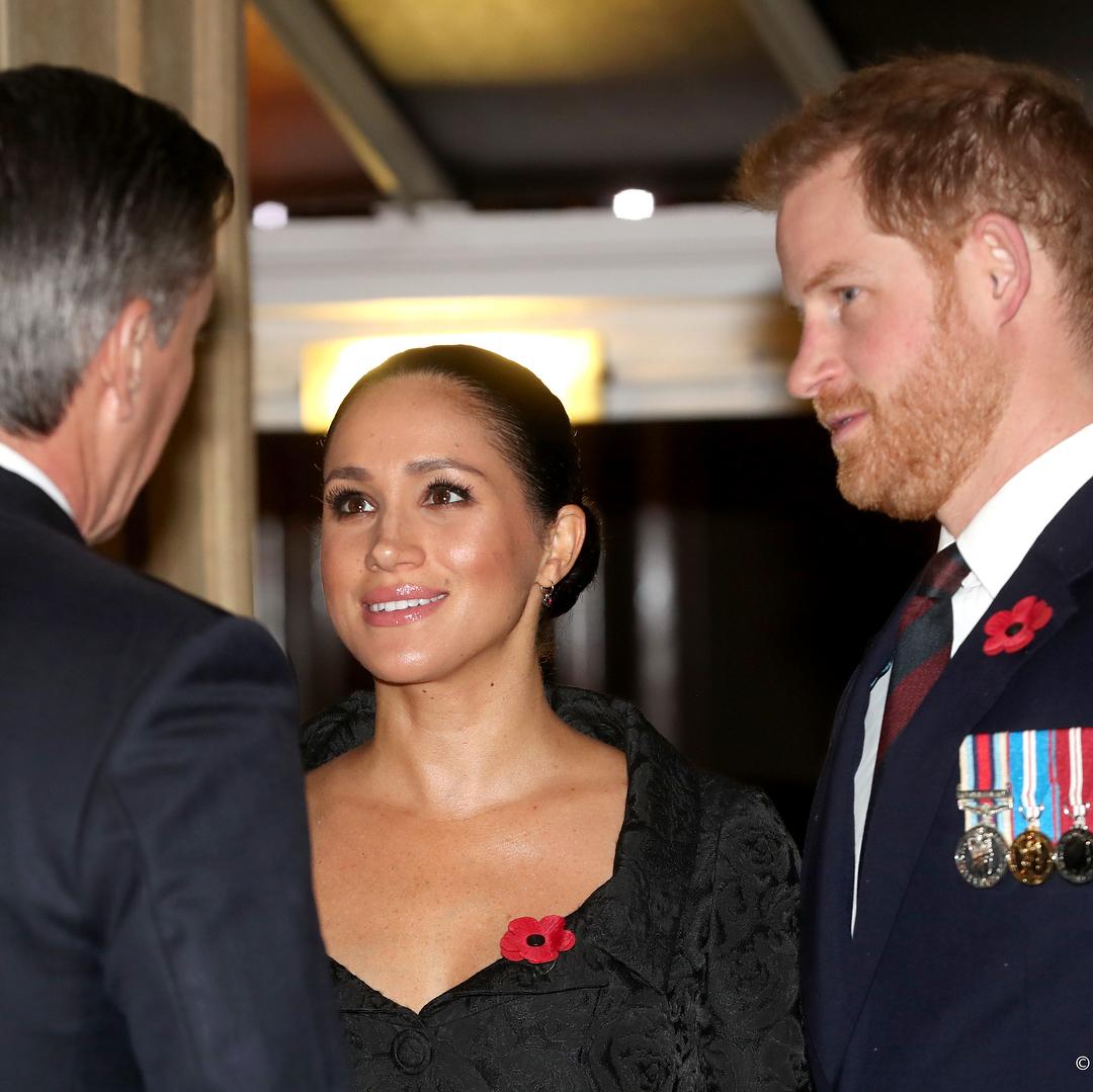 Меган Маркл сбежала в Канаду, пока принц Гарри ведёт переговоры с королевой.