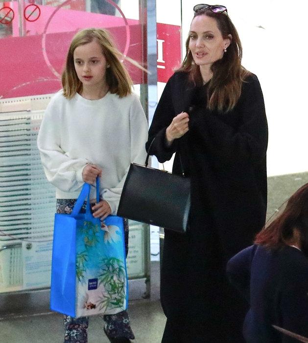 """Анджелина Джоли не пошла на """"Золотой глобус"""" из-за Питта и Энистон."""