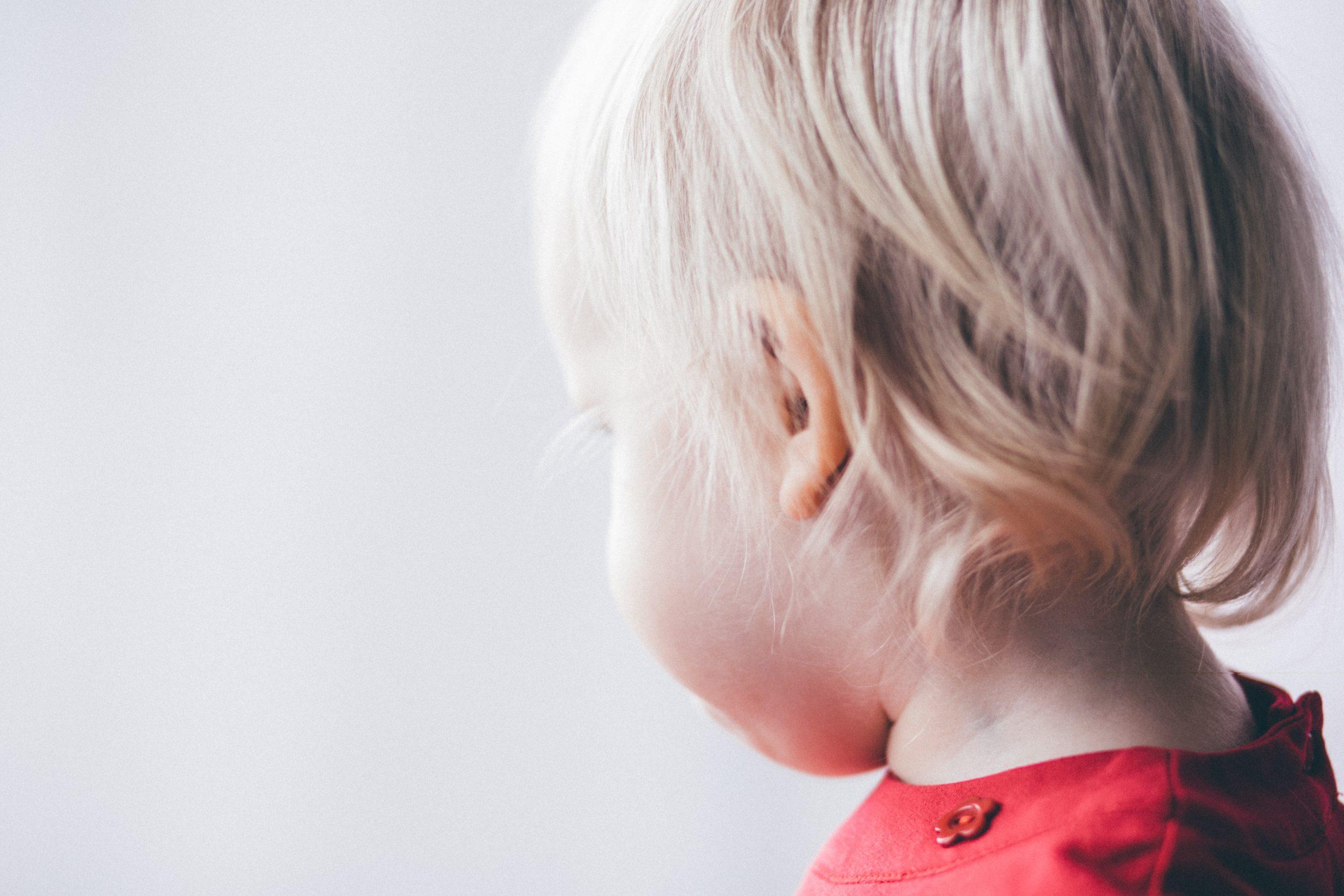 Как правильно чистить уши взрослому и ребёнку? Советы врача-отоларинголога.