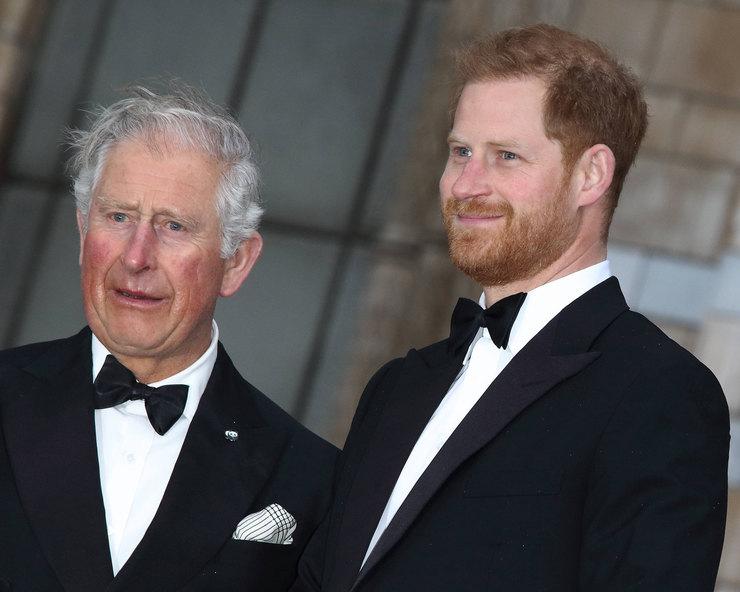 Меган Маркл и принц Гарри сбежали в Калифорнию вместо того, чтобы поддержать монархию