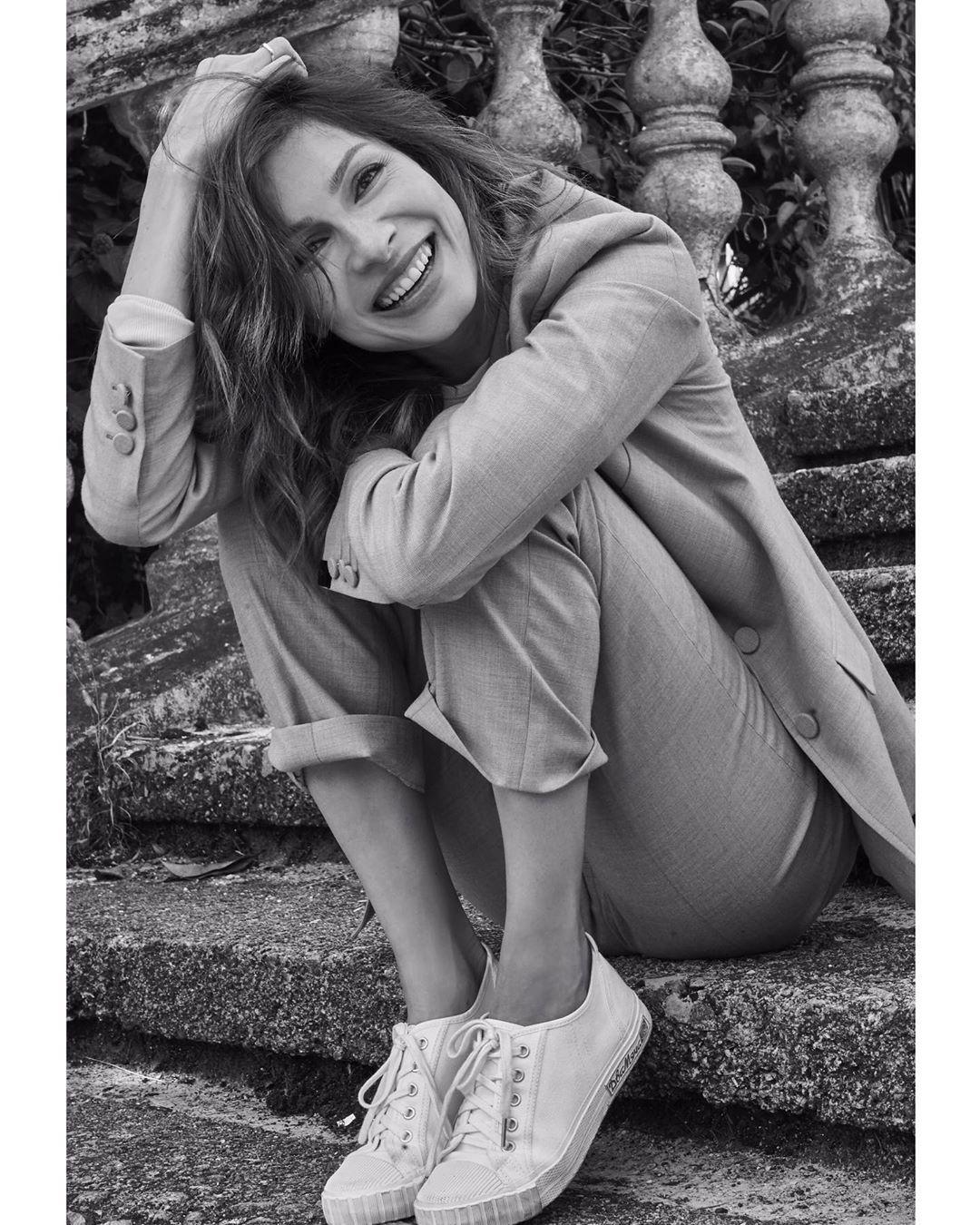 Елена Подкаминская поздравила подписчиц забавным фото и пожелала поддержки.