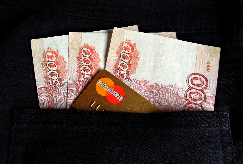 Коронавирус через банкомат: подхватить вирус можно от купюры.