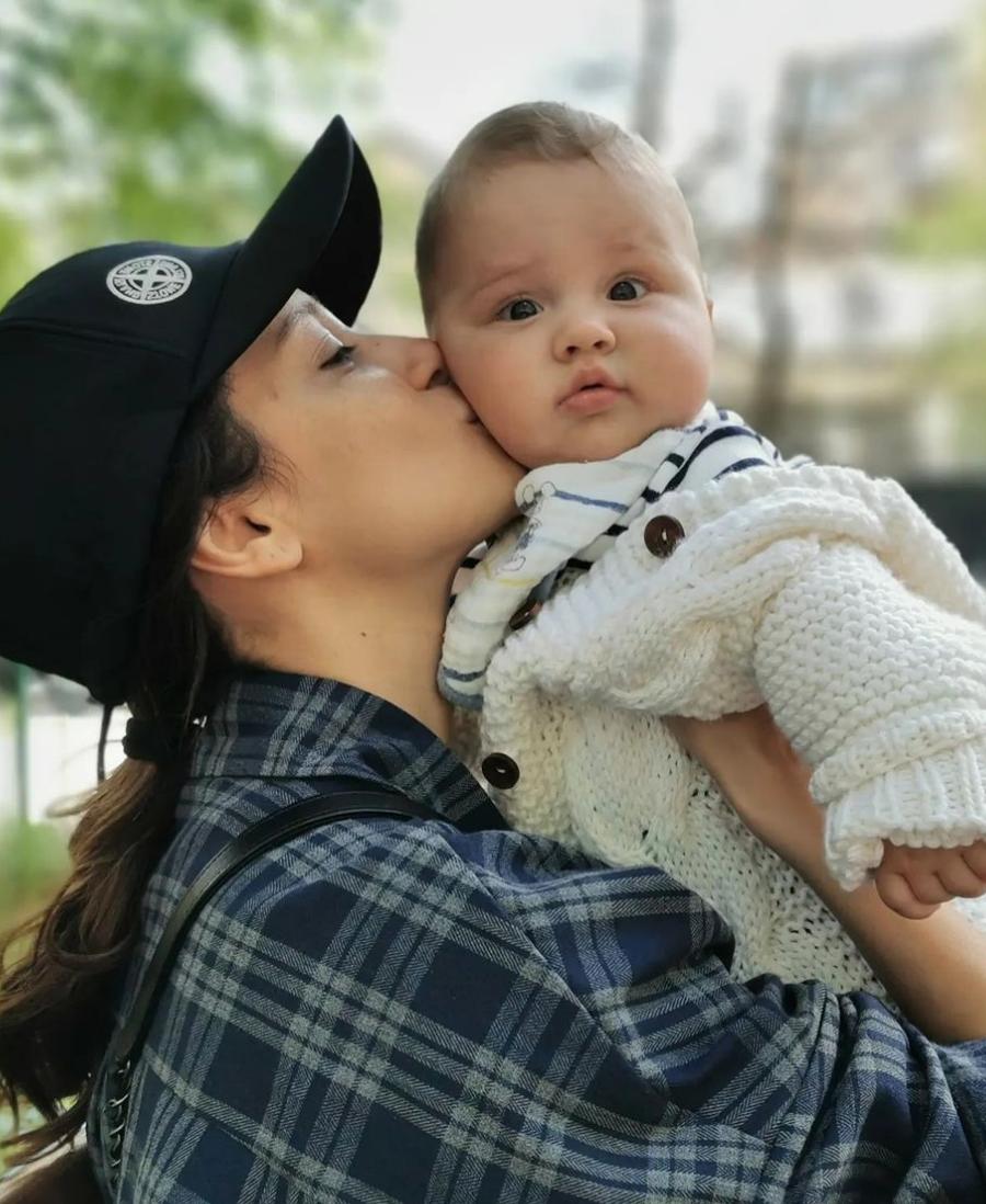 Равшана Куркова призналась, что стала мамой